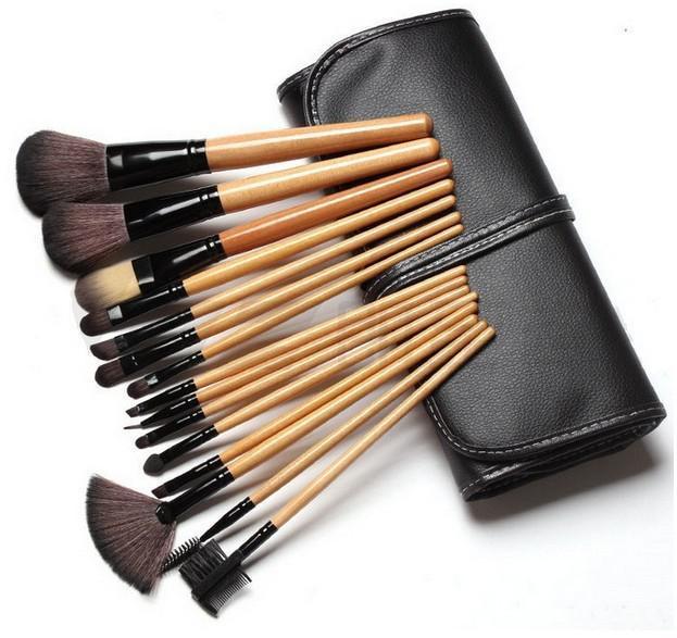 Set de 15 Pensule Profesionale pentru machiaj Top Quality Natural Wood