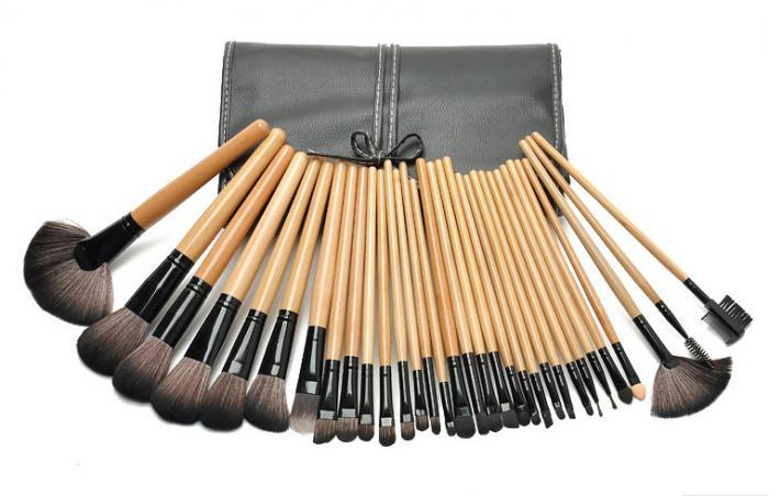 Set de 32 Pensule Profesionale din Par Natural Top Quality Hair - WOOD